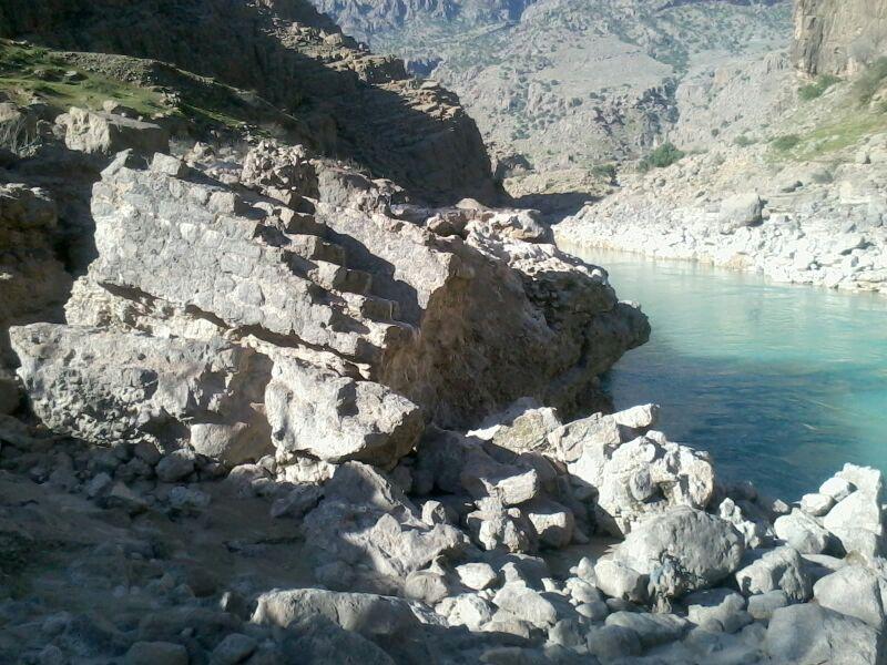نه تنها پل پاپیلا، که جاده سنگفرش باستانی سوسن را نیز نابود کردهاند