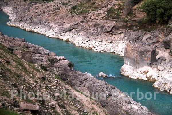 یک تخریب بزرگ در خاموشی: پایه عظیم پل باستانی پاپیلا یک شبه نابود شد