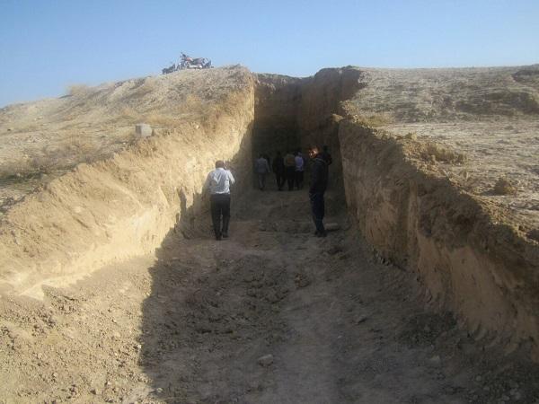 حفاری ۲۰ متری با لودر در تپه خندق بهبهان