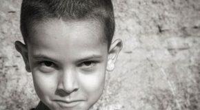نگاره:  اما آن جانورانِ به بند کشیده، آن چشمها…But those captive beasts, those eyes…#eyes #rural #portrait #boy #people #life #children #bnw